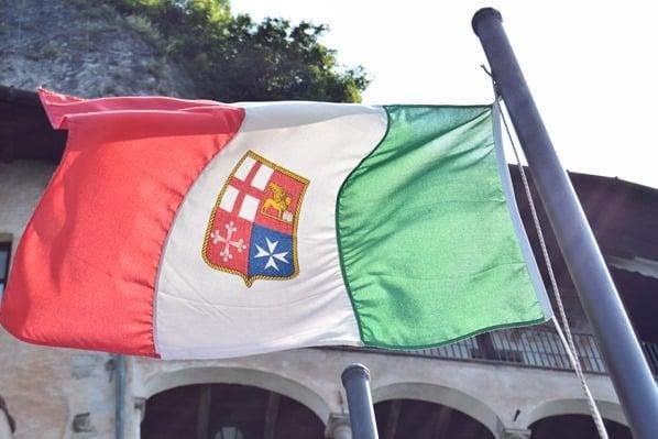 07_Trikolore-Eremitenkloster-Santa-Caterina-del-Sasso-Lago-Maggiore-Italien