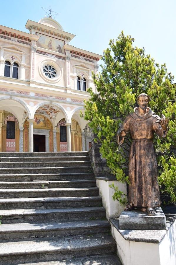 10_Kirche-Santuario-della-Madonna-del-Sasso-Statue-Heiliger-Franziskus-Locarno-Lago-Maggiore-Tessin-Schweiz
