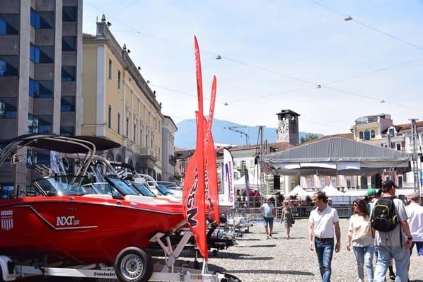 16_Piazza-Grande-Markt-Boote-Locarno-Lago-Maggiore-Tessin-Schweiz