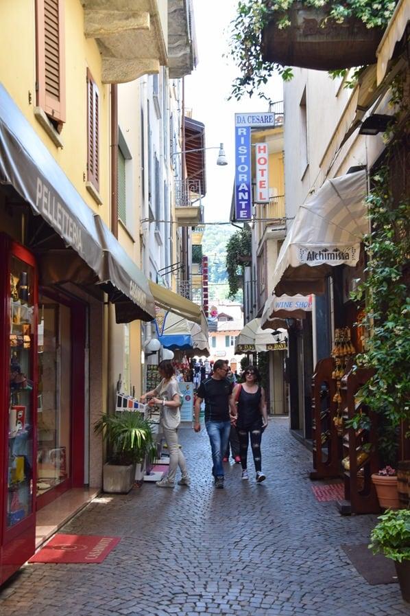 17_Altstadt-Einkaufsstrasse-Shoppingmeile-Stresa-Lago-Maggiore-Italien