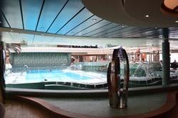 06_Kreuzfahrt-Regen-Indoor-Pool
