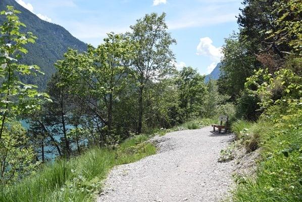 06_Wanderweg-Bank-Achensee-Tirol-Oesterreich