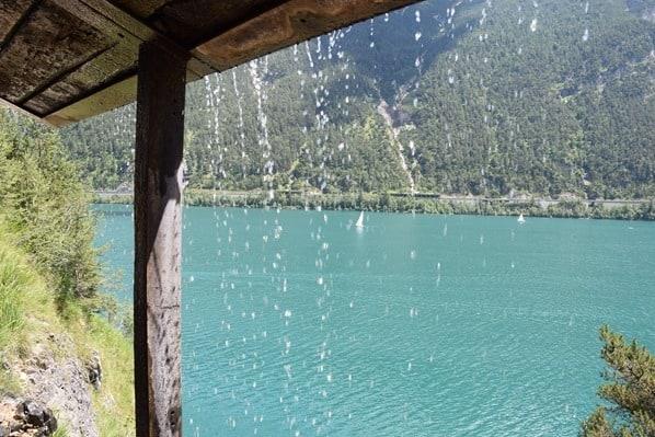 13_Wanderung-Wasserfall-Schutzdach-Achensee-Tirol-Oesterreich