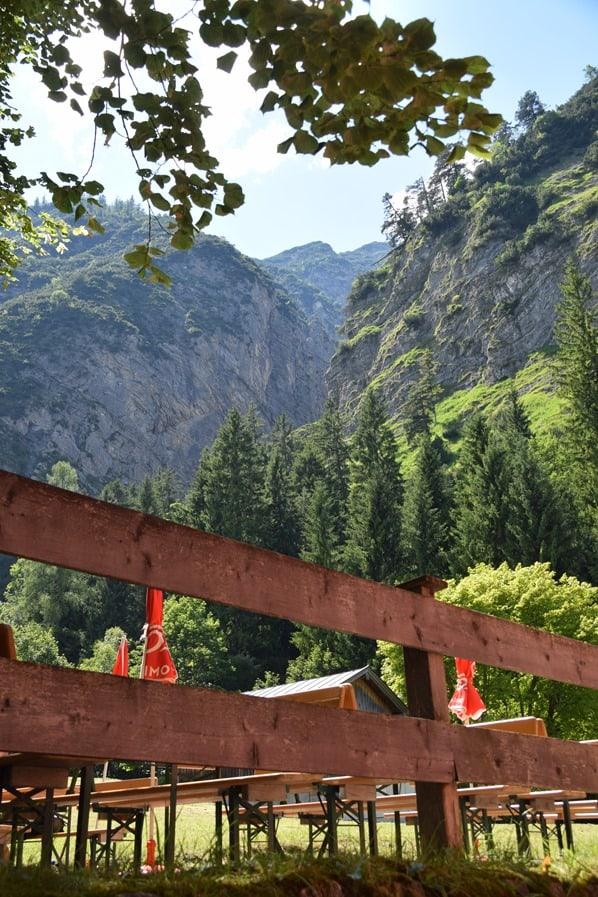 20_Biergarten-Gais-Alm-Wanderung-Achensee-Tirol-Oesterreich