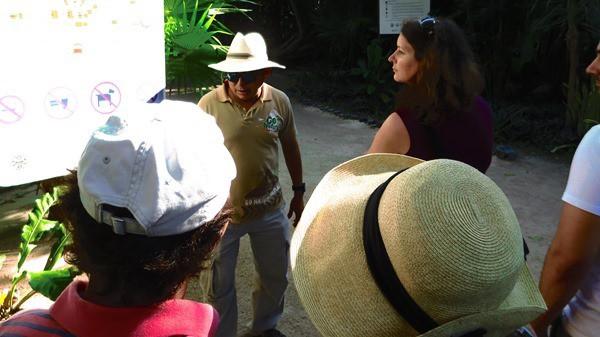 02_Tourguide-Maya-Ruine-Tulum-Cancun-Yucatan-Mexiko-Karibik