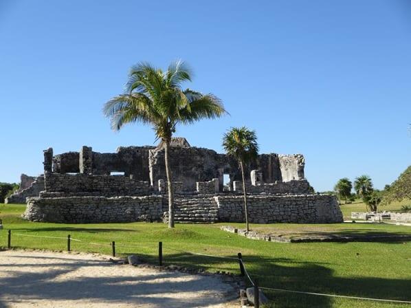 07_Tempel-des-herabsteigenden-Gottes-Maya-Ruine-Tulum-Cancun-Yucatan-Mexiko-Karibik