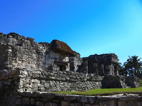 09_Tempel-des-herabsteigenden-Gottes-Maya-Ruine-Tulum-Cancun-Yucatan-Mexiko-Karibik