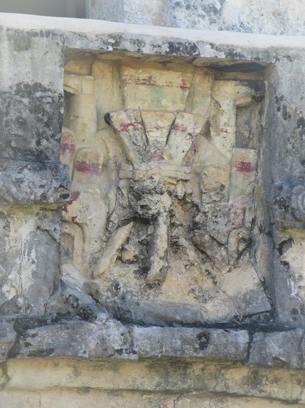 11_farbiges-Relief-am-Freskentempel-Maya-Ruine-Tulum-Cancun-Yucatan-Mexiko-Karibik