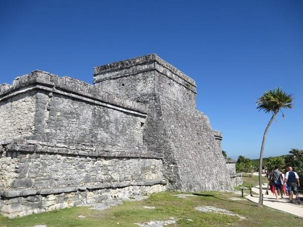 13_El-Castillo-Maya-Ruine-Tulum-Cancun-Yucatan-Mexiko-Karibik-Meer