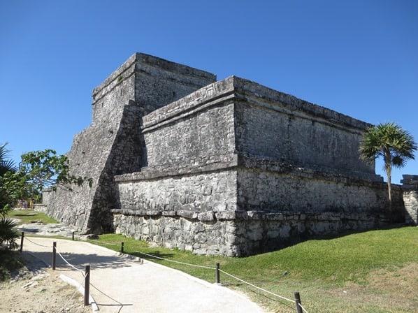 14_El-Castillo-Maya-Ruine-Tulum-Cancun-Yucatan-Mexiko-Karibik-Meer