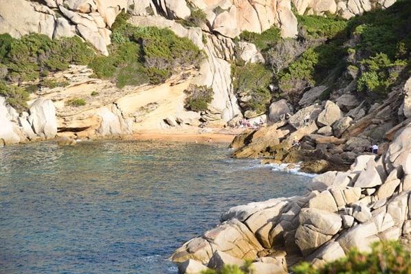 02_kleiner-Strand-am-Capo-Testa-Sardinien-Italien