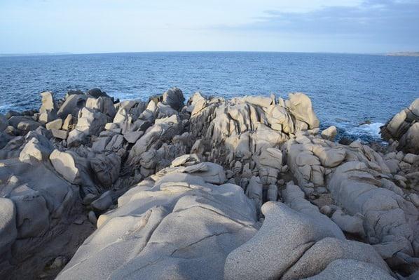 04_bizarre-Felsen-am-Meer-Capo-Testa-Sardinien-Italien