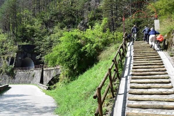 12_Treppen-Tunnel-Ciclovia-Alpe-Adria-Radweg-Friaul-Julisch-Venetien-Italien