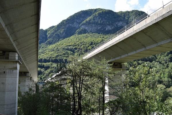 15_Autobahnbruecke-Ciclovia-Alpe-Adria-Radweg-Friaul-Julisch-Venetien-Italien