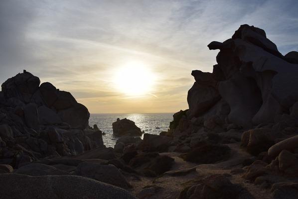 15_bizarre-Felsen-im-Sonnenuntergang-am-Capo-Testa-Sardinien-Italien
