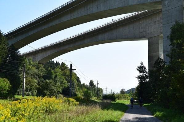 16_Drauradweg-Autobahnbruecke-Kaernten-Oesterreich