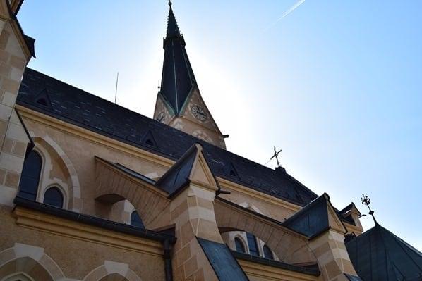 20_katholische-Nikolaikirche-Villach-Kaernten-Oesterreich