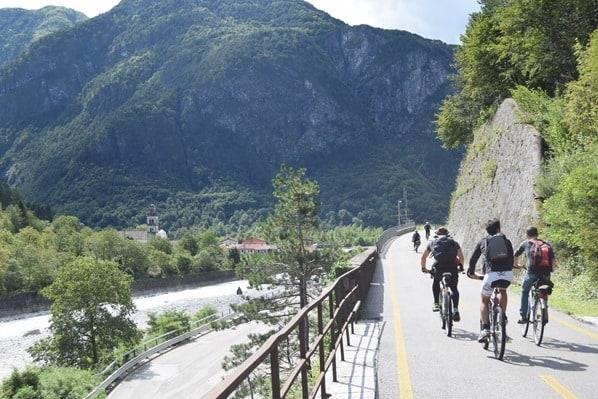 22_Radfahrer-Ciclovia-Alpe-Adria-Radweg-Friaul-Julisch-Venetien-Italien-Alpen