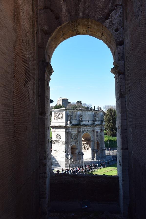 08_Aussicht-Konstantinsbogen-Kolosseum-Colosseo-Citytrip-Rom-Italien