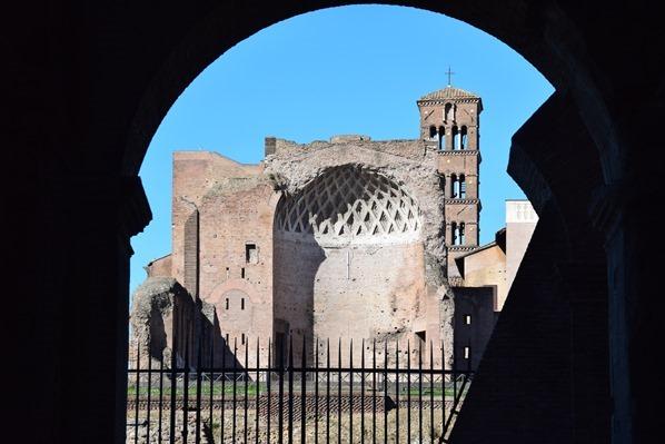 10_Aussicht-Kirchenruine-San-Sebastiano-al-Palatino-Kolosseum-Colosseo-Citytrip-Rom-Italien