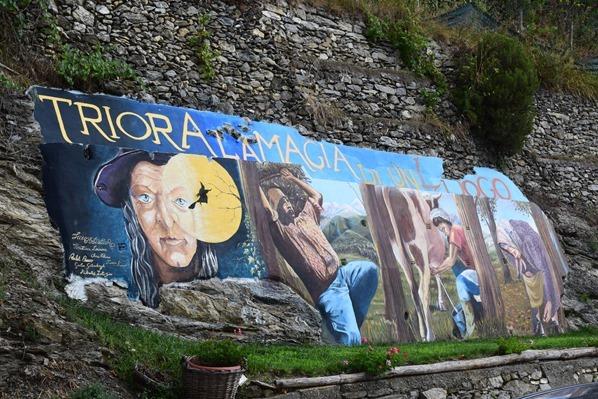 03_Ortsschild-Hexendorf-Triora-Ligurien-Italien