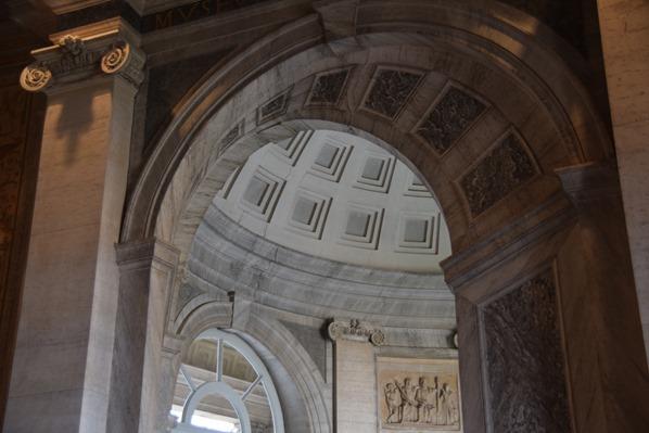 03_Torbogen-Vatikan-Vatikanische-Museen-Citytrip-Rom-Italien