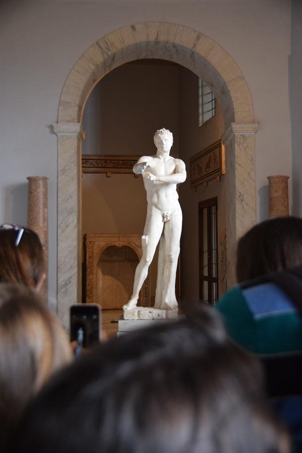 04_Galleria-delle-Statue-Juengling-Vatikan-Vatikanische-Museen-Citytrip-Rom-Italien