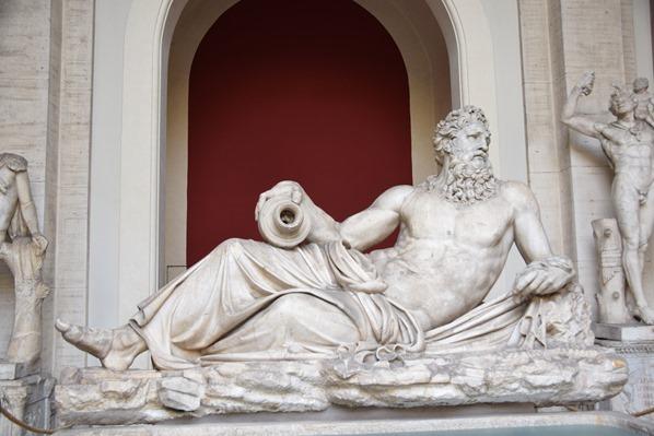 06_liegende-Statue-Vatikan-Vatikanische-Museen-Citytrip-Rom-Italien
