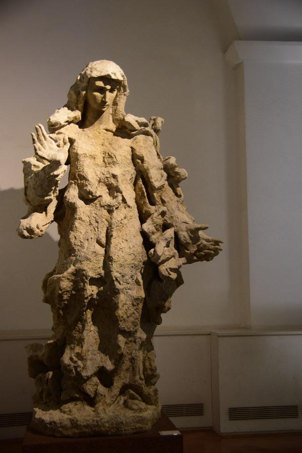 16_Zeitgenoessische-Kunst-Statue-Vatikan-Vatikanische-Museen-Citytrip-Rom-Italien