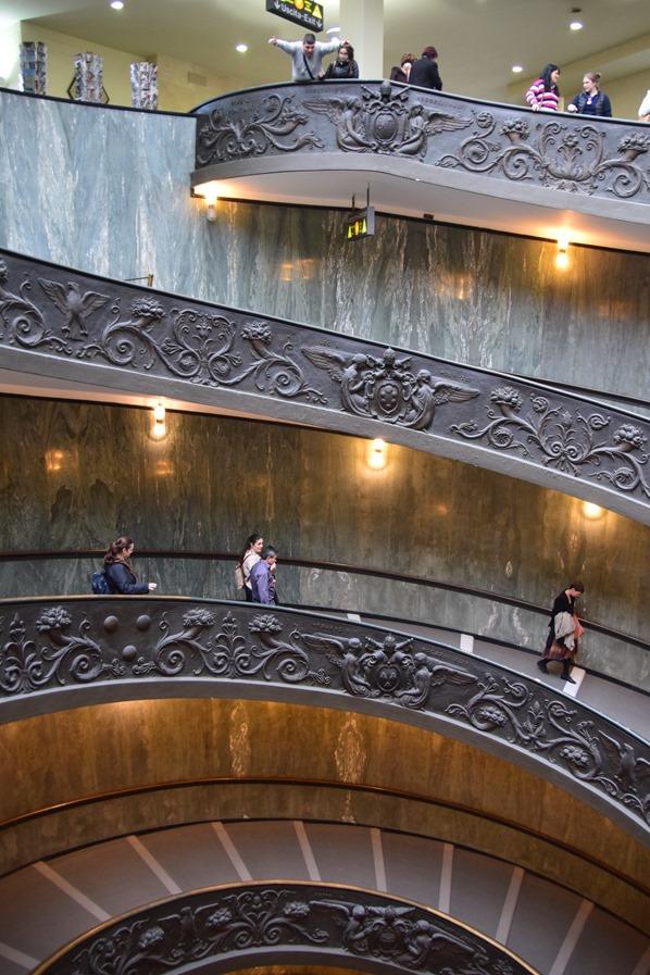 19_Doppellaeufige-Spiral-Treppe-Ausgang-Vatikan-Vatikanische-Museen-Citytrip-Rom-Italien