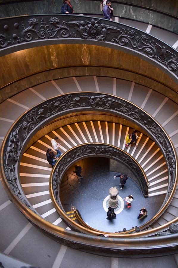 20_Doppellaeufige-Spiral-Treppe-Ausgang-Vatikan-Vatikanische-Museen-Citytrip-Rom-Italien