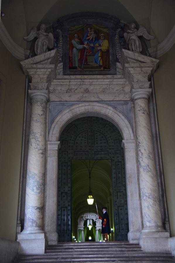 21_Tor-Petersdom-Vatikan-Citytrip-Rom-Italien