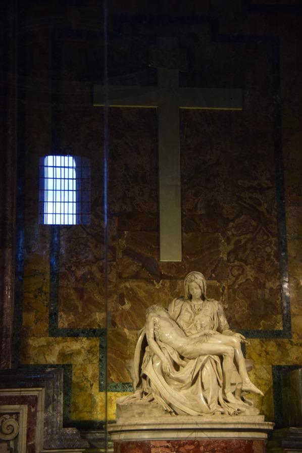 22_Pieta-von-Michelangelo-im-Petersdom-Vatikan-Citytrip-Rom-Italien