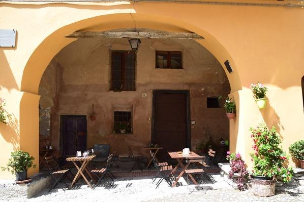25_Cafe-Dorfplatz-Hexendorf-Triora-Ligurien-Italien