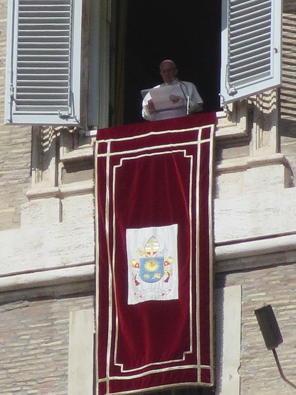 31_Papst-Franziskus-live-Angelus-Gebet-Petersplatz-Petersdom-Vatikan-Citytrip-Rom-Italien
