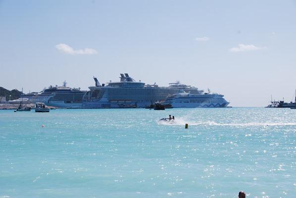 01_Royal-Caribbean-Oasis-of-the-Seas-AIDAvita-St-Martin-Karibik-Kreuzfahrt