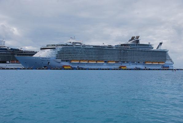 02_Royal-Caribbean-Oasis-of-the-Seas-St-Martin-Karibik-Kreuzfahrt