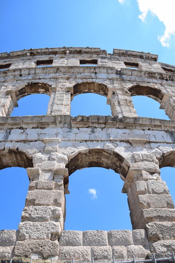 12_Amphitheater-Pula-Arena-Boegen-im-Detail-Istrien-Kroatien
