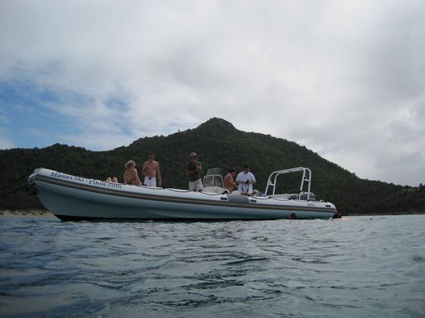 12_Speedboat-beim-Schnorcheln-St.-Barth-Karibik-Kreuzfahrt