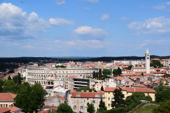 24_Blick-von-der-Festung-Fortress-in-Pula-auf-das-Amphitehater-Istrien-Kroatien