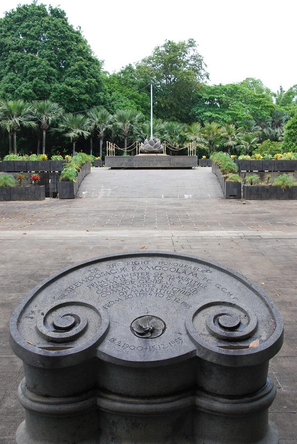 13_Denkmal-Botanischer-Garten-Pamplemousses-Mauritius