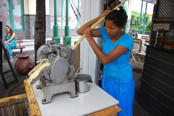 28_Zuckerrohrsaft-Presse-Port-Louis-Mauritius