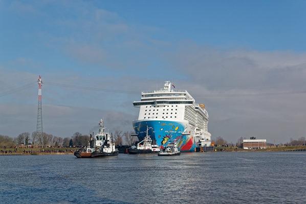 Kreuzfahrtschiff-NCL-Norwegian-Breakaway-Schleuse-Meyer-Werft-Papenburg-Ems-Nordsee-Ostfriesland-Deutschland