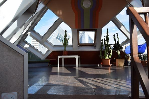 15_a-rosa-Flusskreuzfahrt-Rhein-Cube-House-Spitze-Rotterdam-Holland-Niederlande