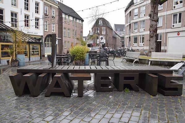 18_a-rosa-Flusskreuzfahrt-Rhein-moderner-Brunnen-Altstadt-Nijmegen-Holland-Niederlande