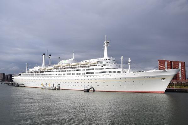 25_a-rosa-Flusskreuzfahrt-Rhein-Grosse-Hafenrundfahrt-Kreuzfahrtschiff-Rotterdam-Holland-Niederlande