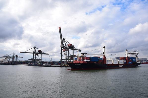 27_a-rosa-Flusskreuzfahrt-Rhein-Grosse-Hafenrundfahrt-Rotterdam-Holland-Niederlande