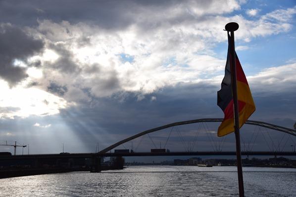 30_a-rosa-Flusskreuzfahrt-Rhein-Sonnenuntergang-Kielwasser-Holland-Niederlande