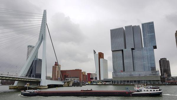 31_a-rosa-Flusskreuzfahrt-Rhein-Skyline-Rotterdam-Holland-Niederlande