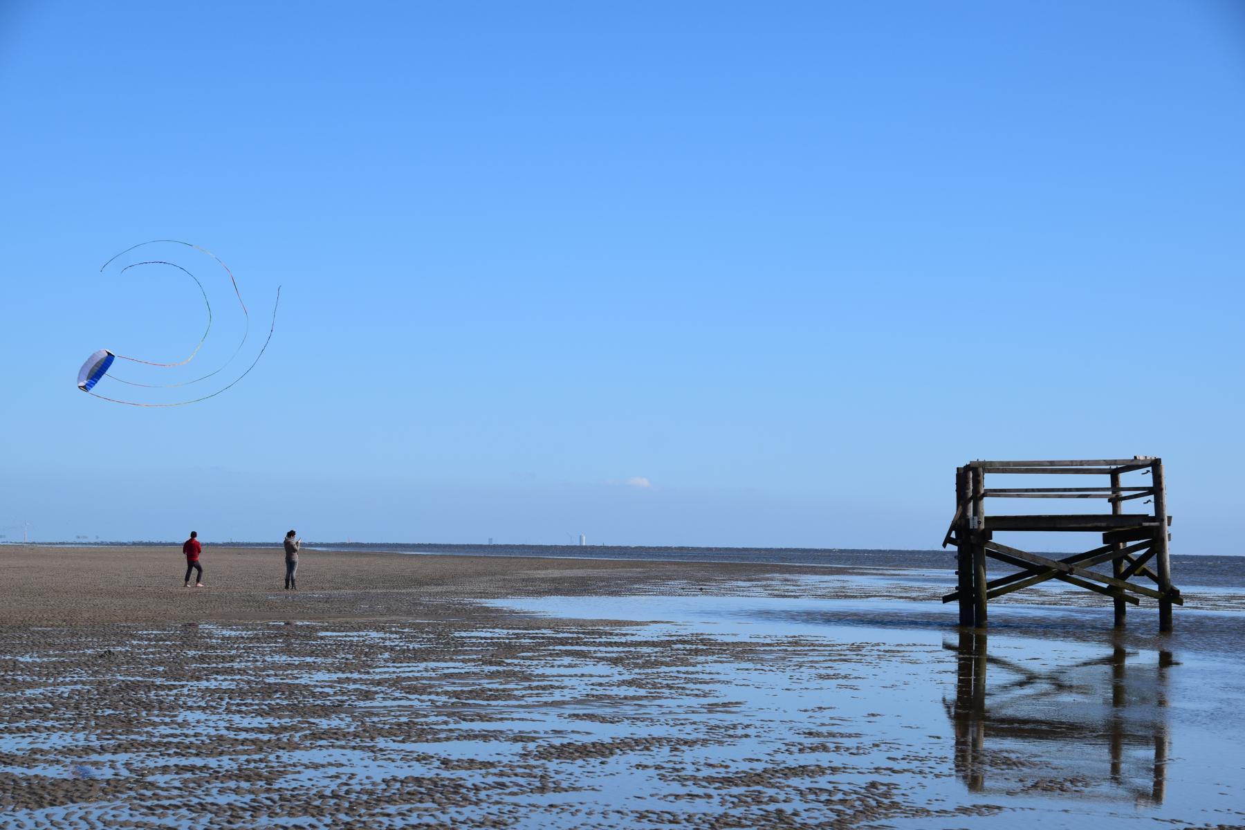 Schleswig Holstein Drachen steigen Strand St. Peter Ording Nordsee